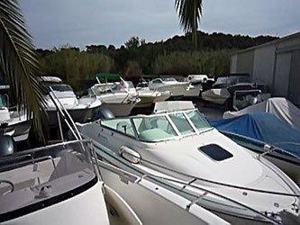 Stationnement de bateaux à moteurs. Mistral plaisance, vente, entretien, bateaux neufs, bateaux occasions, situé au Lavandou.