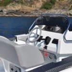 Photographie du cockpit du bateau BMA modèle X199
