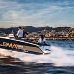 Photographie du bateau BMA modèle X222 naviguant en mer