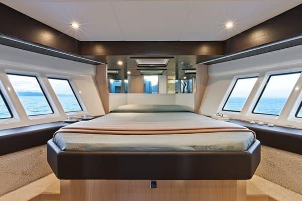 mistral plaisance ABSOLUTE 40FLY entretien bateaux lavandou