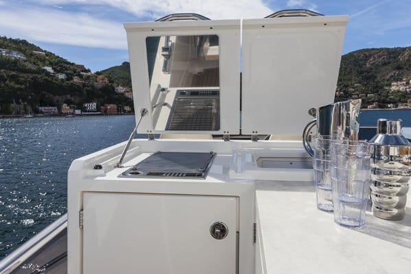 mistral plaisance ABSOLUTE 64FLY entretien bateaux lavandou