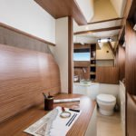 Salle de bain. Bateau de type Motoryacht de la marque Absolute, modèle NAVETTA 52.