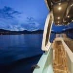 Couloir latéral du bateau. Bateau de type Motoryacht de la marque Absolute, modèle NAVETTA 58.