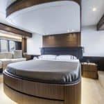 Chambre avec lit double. Bateau de type Motoryacht de la marque Absolute, modèle NAVETTA 58.