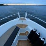 Avant d'un bateau de type Bow Rider de la marque Finnmaster, modèle Bow Rider R55.