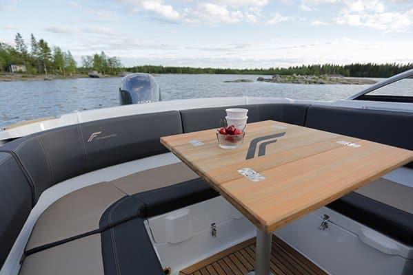 mistral plaisance FINMASTER BOW RIDER R 62 entretien bateaux lavandou