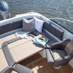 Banquette + sièges d'un bateau de type Bow Rider de la marque Finnmaster, modèle Bow Rider R62. Moteur Yamaha.