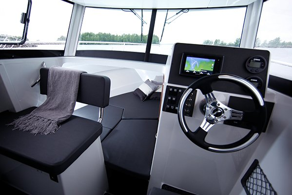 mistral plaisance FINMASTER CABIN PILOT 7 W entretien bateaux lavandou