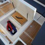 Coffres au sol d'un bateau de type Fishing de la marque Finnmaster, modèle Pilot 8. Moteur Yamaha.