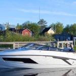 Mise à quai d'un bateau de type Day-cruiser de la marque Finnmaster, modèle Day Cruiser T7. Moteur Yamaha.