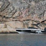Mouillage d'un bateau de type Coque Open de la marque Finnmaster, modèle Husky Aluminium R8S. Moteur Yamaha.