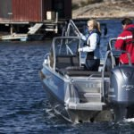 Personnes pêchant sur un bateau équipé de moteur Yamaha BETX 225 chevaux.