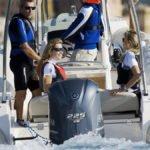 Personnes naviguant sur un bateau équipé de moteur Yamaha BETX 225 chevaux.