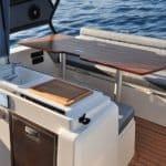 Photographie de l'espace cuisine du bateau BWA modèle Premium 30
