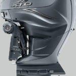 Vue de profil. Moteur Yamaha XTO 425 chevaux. Modèle gris.