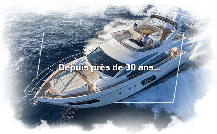 """Photographie d'un yacht avec écrit """"depuis près de 30 ans..."""""""