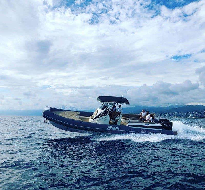 Photographie du bateau BWA (modèle Sport 33 GTO) naviguant en mer